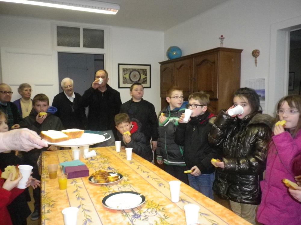 Les enfants de l 39 cole saint brieuc au c dre soeurs de for Salle a manger jacob